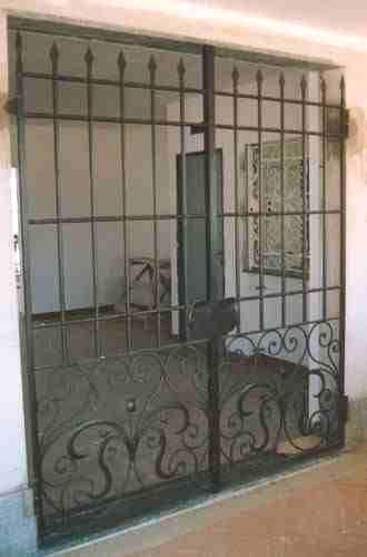 portails en fer forg a la main. Black Bedroom Furniture Sets. Home Design Ideas